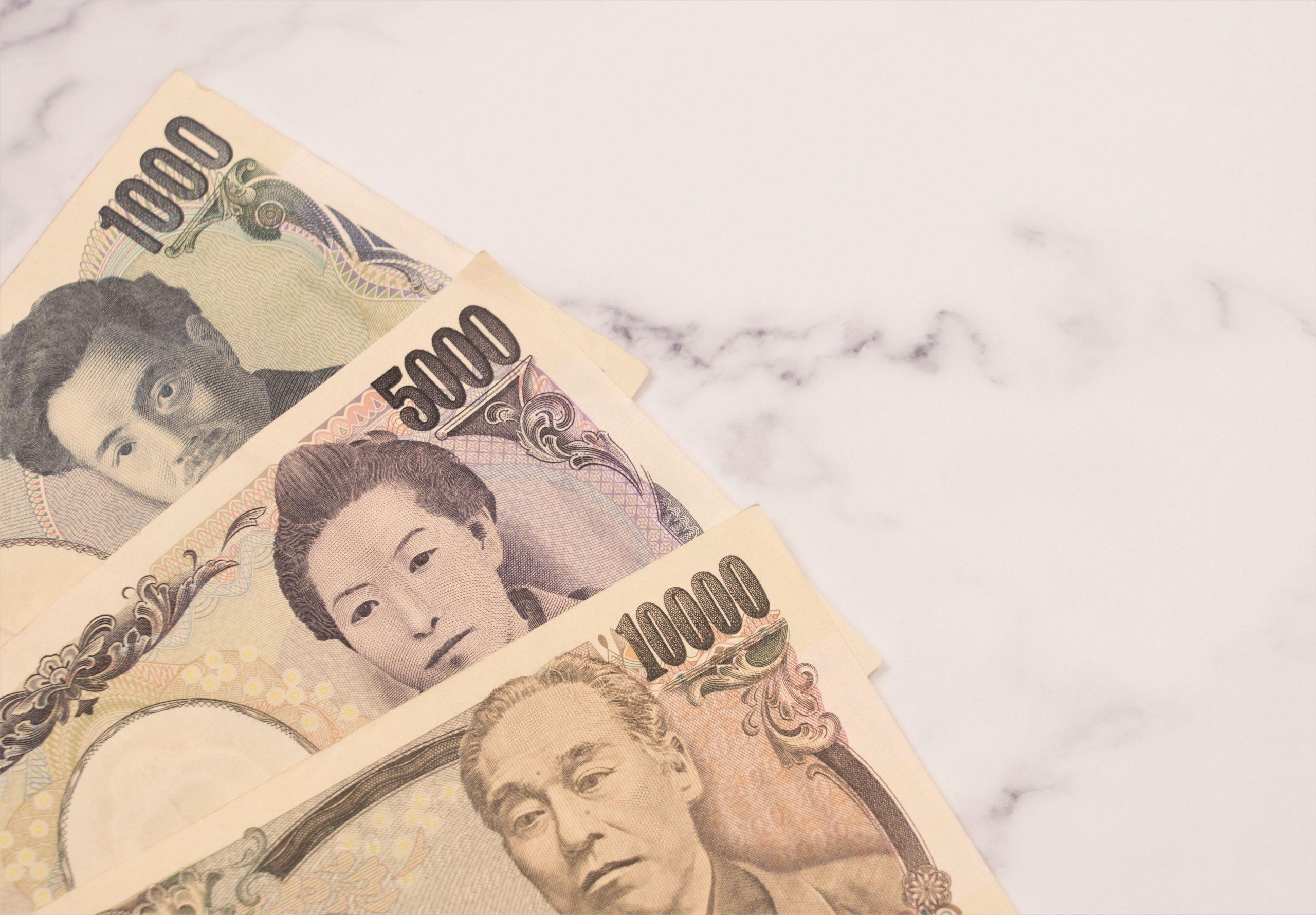 父の日にお父さんやお義父さんに贈るおすすめのプレゼントの相場は3千円から1万5千円程度